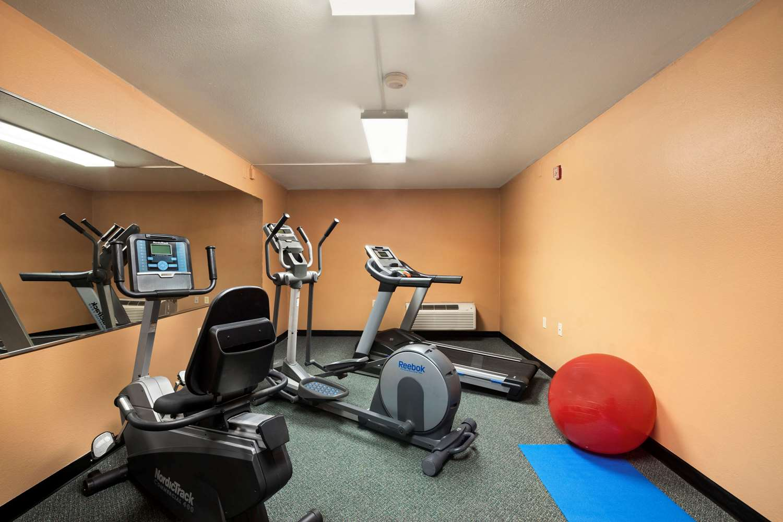 Fitness/ Exercise Room - Super 8 Hotel Concordia