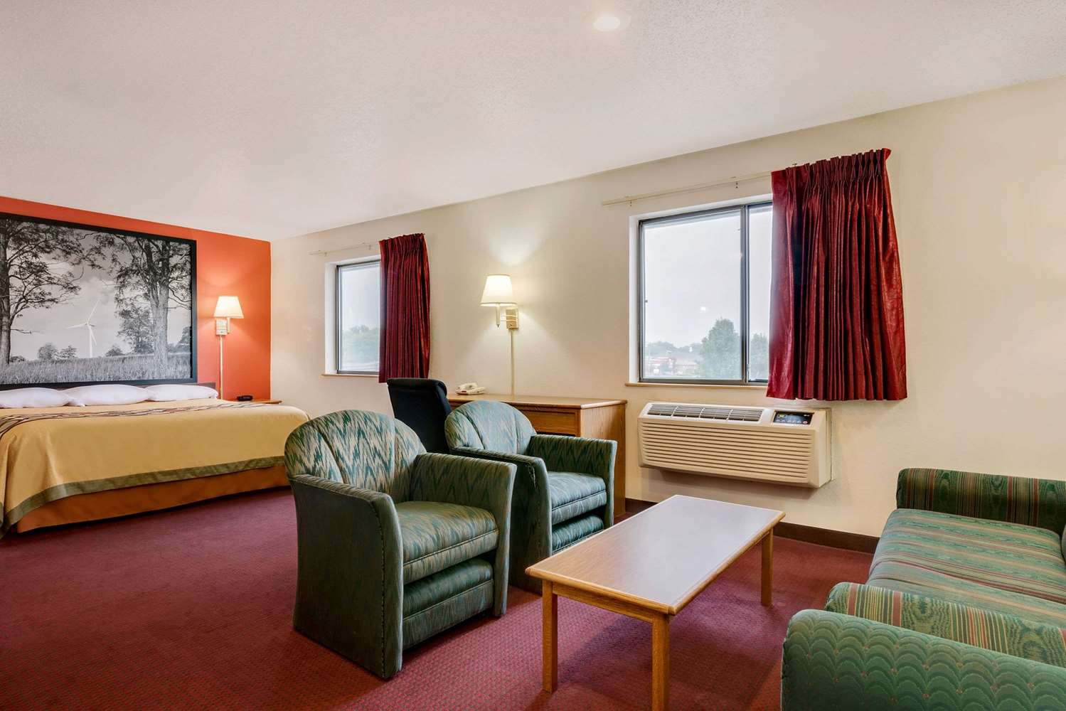 Suite - Super 8 Hotel Martinsburg