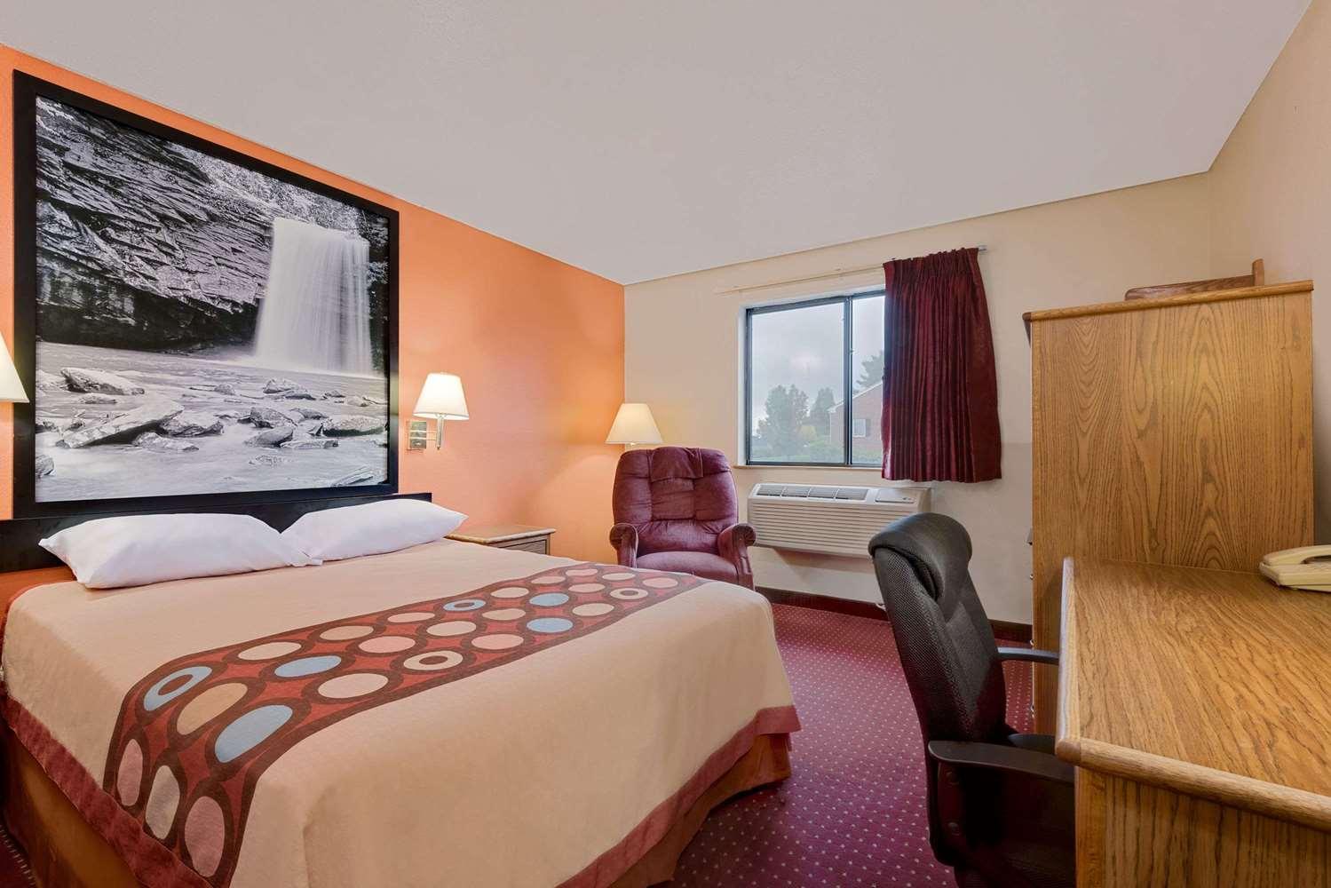 Room - Super 8 Hotel Martinsburg
