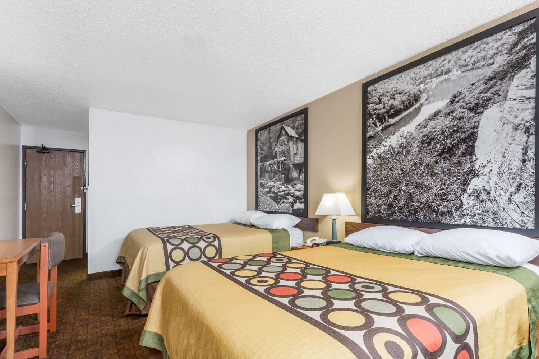 Room - Super 8 Hotel Summersville