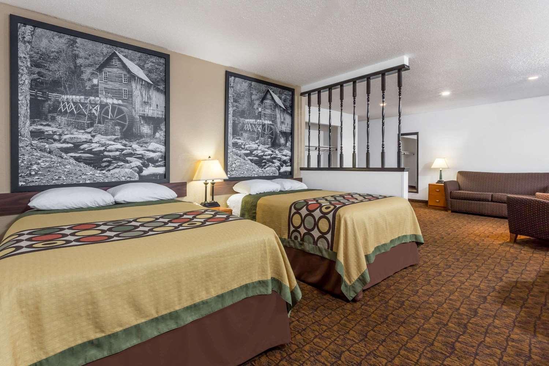 Suite - Super 8 Hotel Summersville
