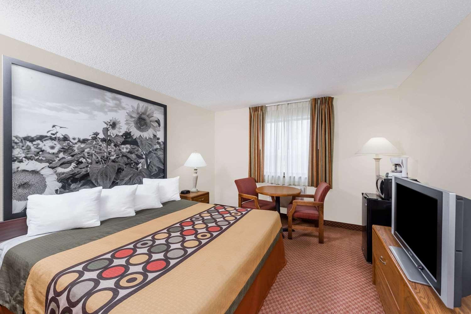 Room - Super 8 Hotel Dodge City