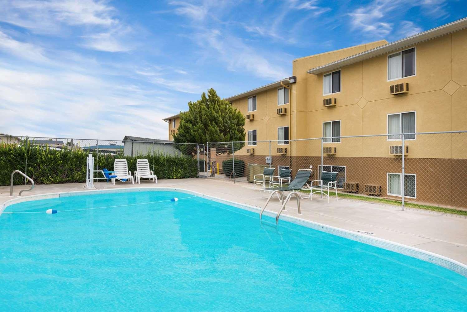 Pool - Super 8 Hotel Dodge City
