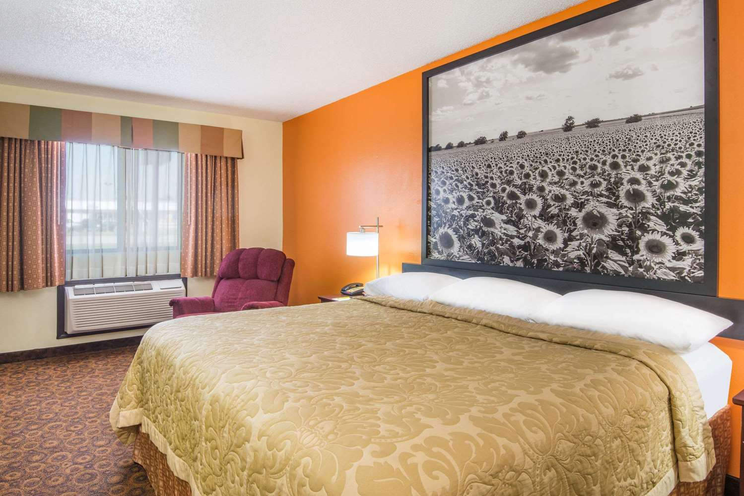 Room - Super 8 Hotel Emporia