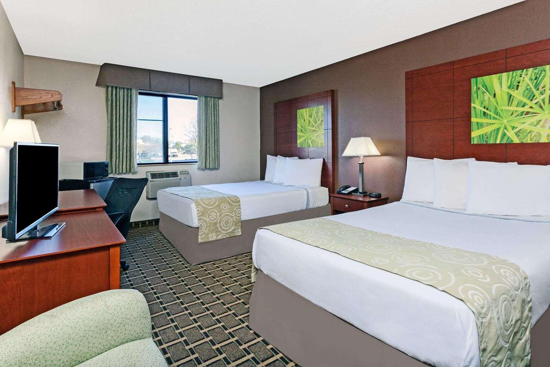 Room - Super 8 Hotel Miller Road Flint