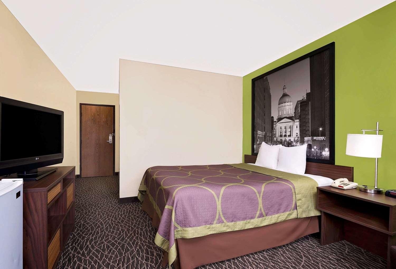 Room - Super 8 Hotel Muncie