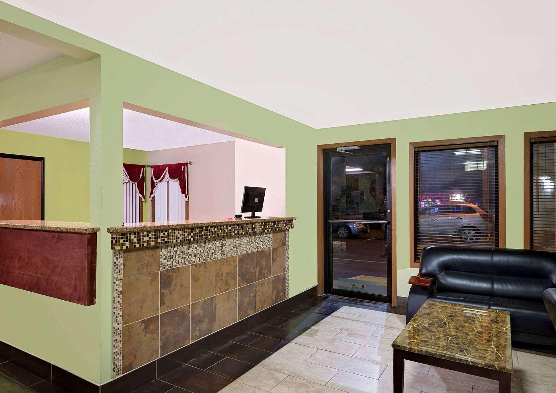 Lobby - Super 8 Hotel Muncie