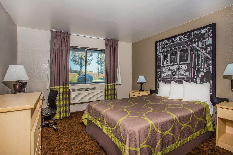 Room - Super 8 Hotel Vacaville