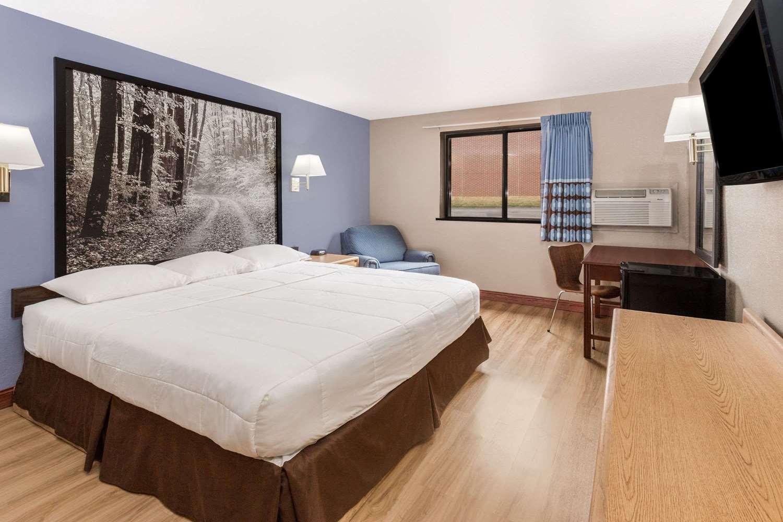 Room - Super 8 Hotel Pleasant Prairie