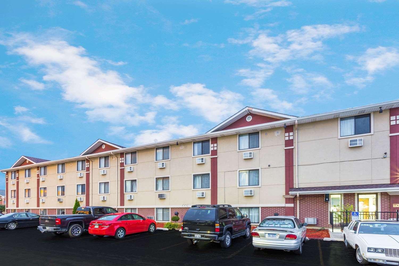 Exterior view - Super 8 Hotel Pleasant Prairie