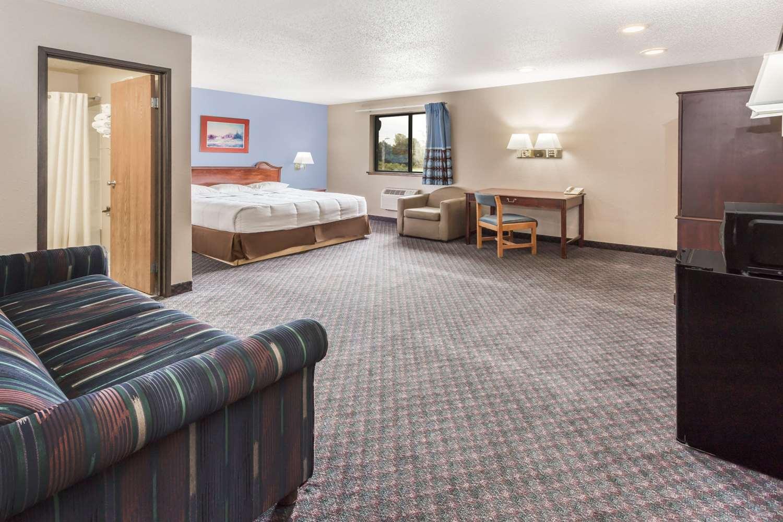 Suite - Super 8 Hotel Pleasant Prairie