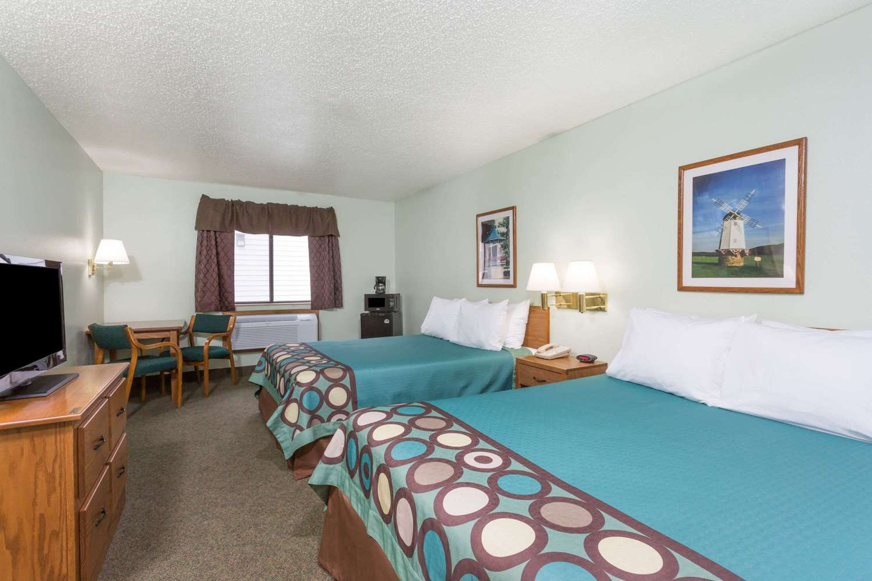 Room - Super 8 Hotel Gallipolis