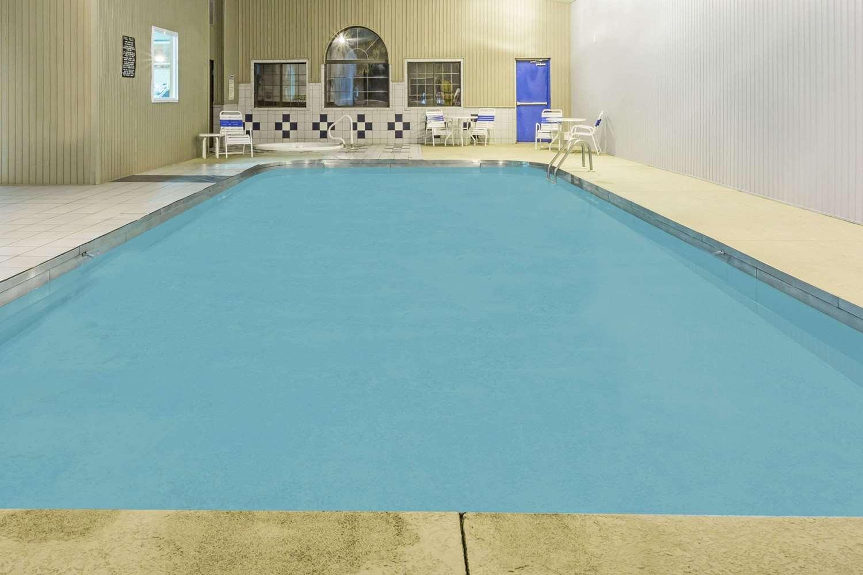 Pool - Super 8 Hotel Gallipolis