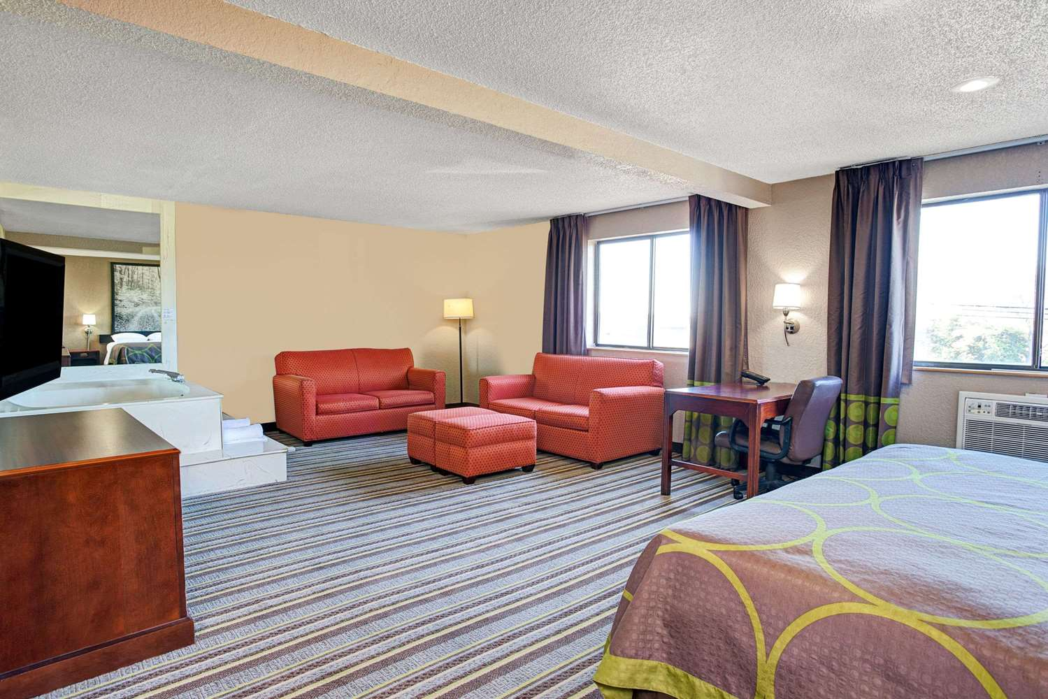 Suite - Super 8 Hotel Roseville