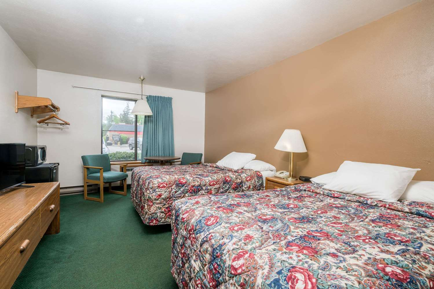 Room - Super 8 Hotel Shawano