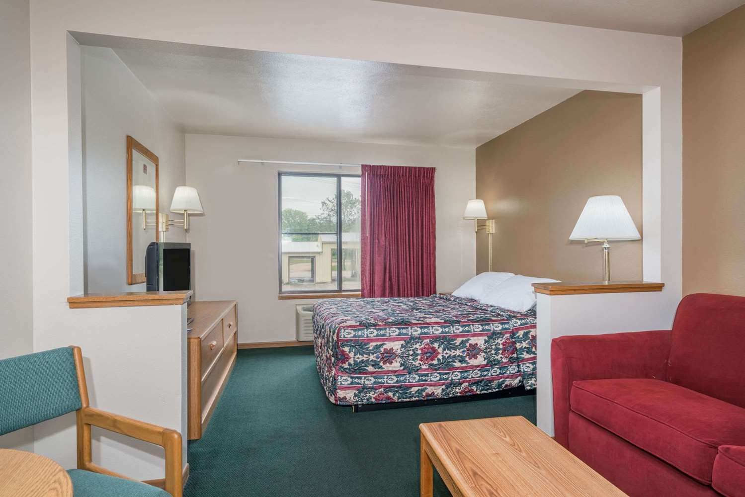 Suite - Super 8 Hotel Shawano