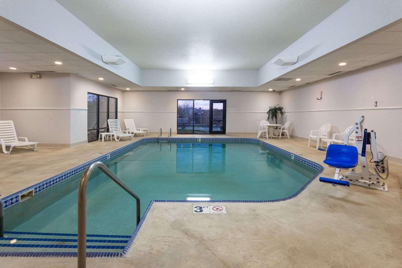 Pool - Super 8 Hotel Germantown