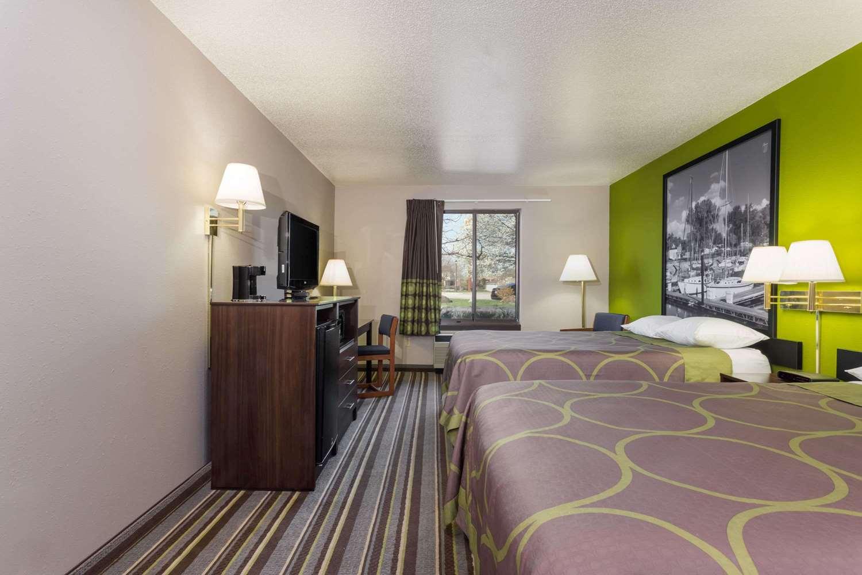 Room - Super 8 Hotel Germantown