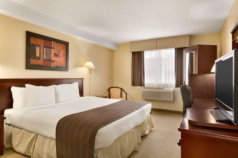 Room - Days Inn Wallaceburg