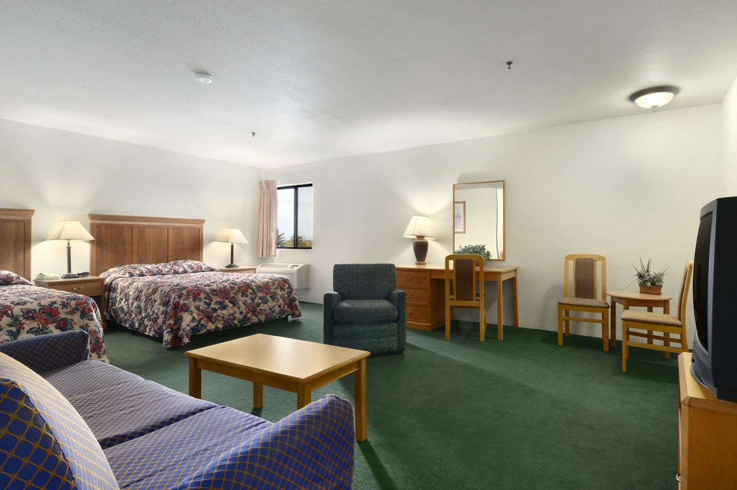 Room - Super 8 Hotel Groton