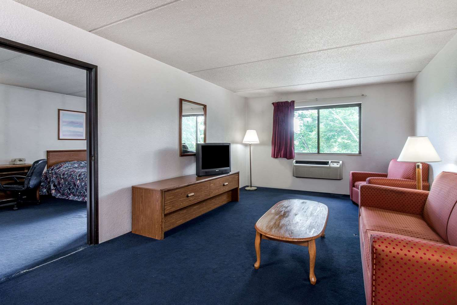 Suite - Super 8 Hotel Groton