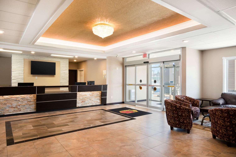 Lobby - Super 8 Hotel Regina