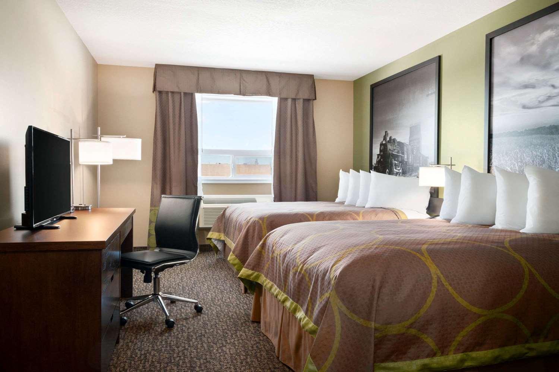 Room - Super 8 Hotel Regina