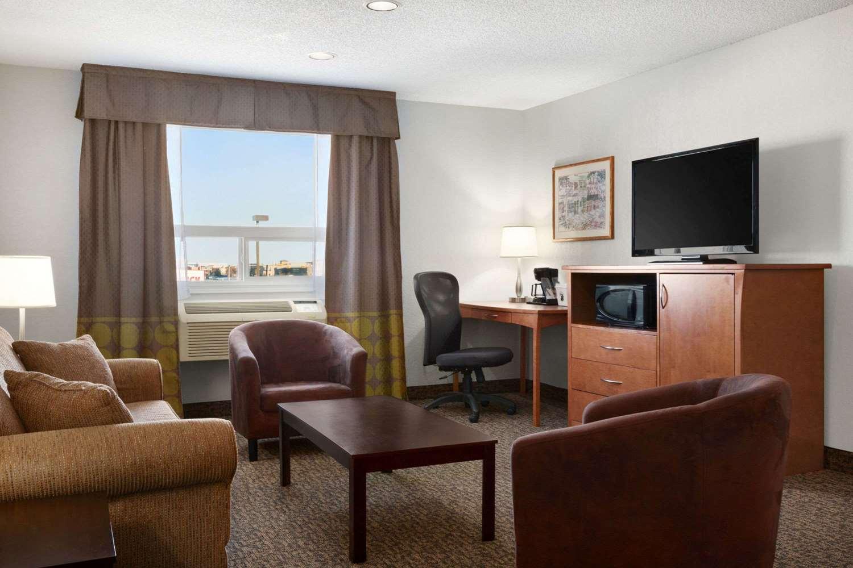 Suite - Super 8 Hotel Regina