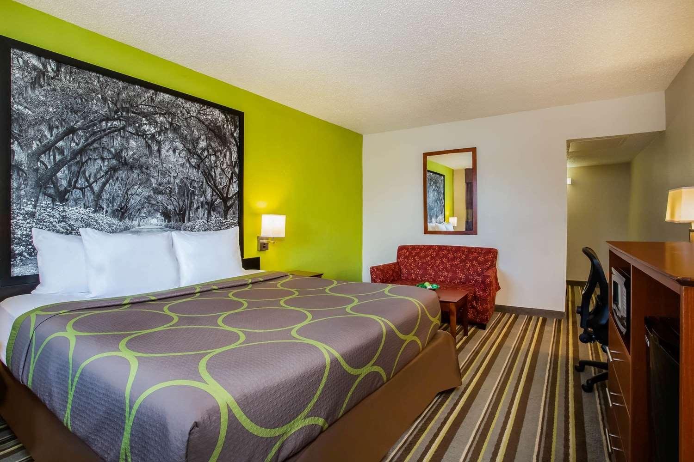 Room - Super 8 Hotel Lake City