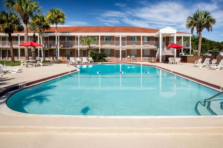Pool - Super 8 Hotel Lake City