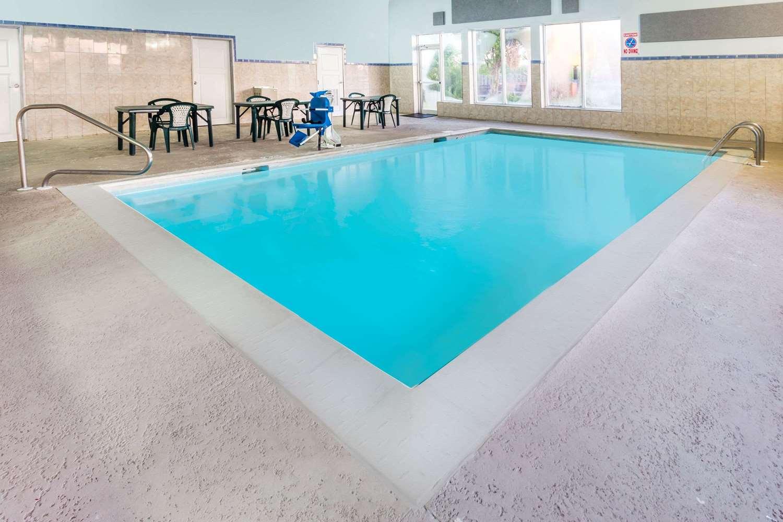 Pool - Super 8 Hotel I-55 North Joliet