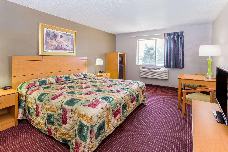 Room - Super 8 Hotel I-55 North Joliet