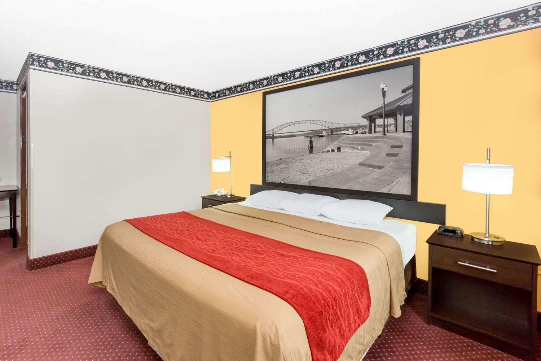 Suite - Super 8 Hotel Ames