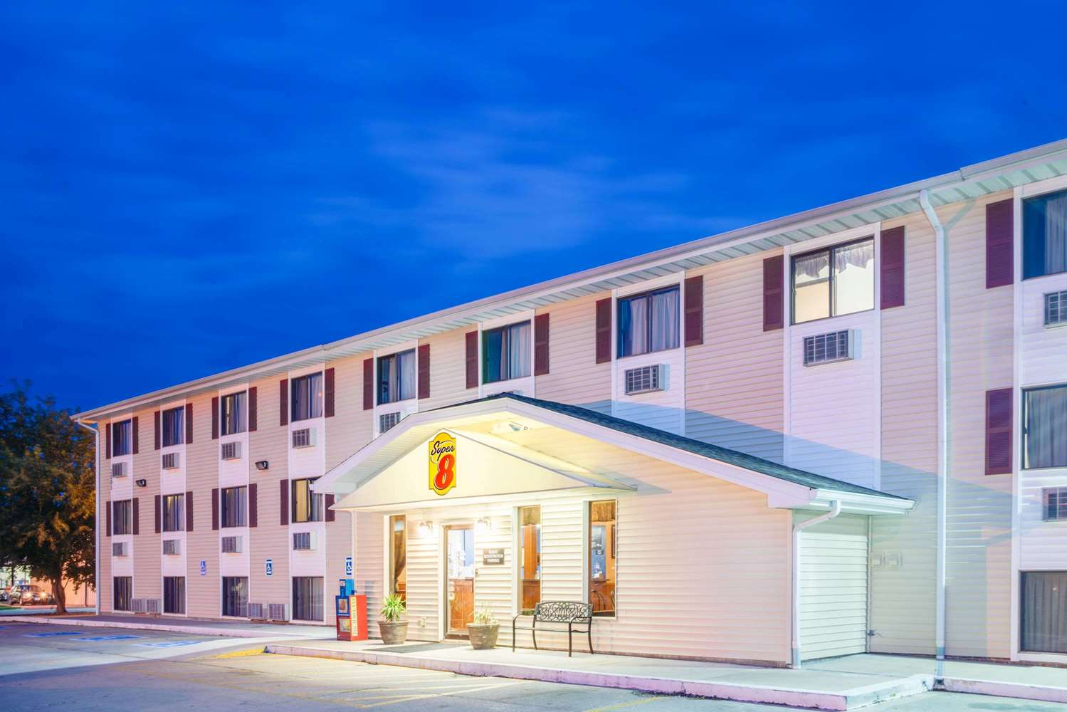Exterior view - Super 8 Hotel Burlington