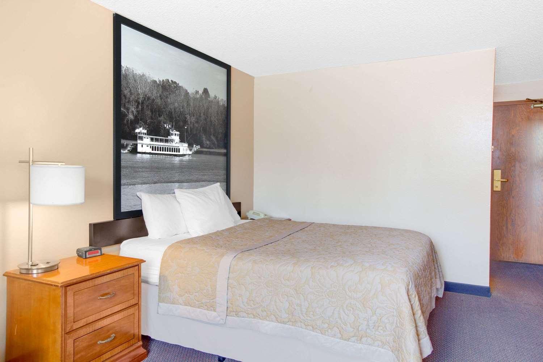 Room - Super 8 Hotel Clear Lake