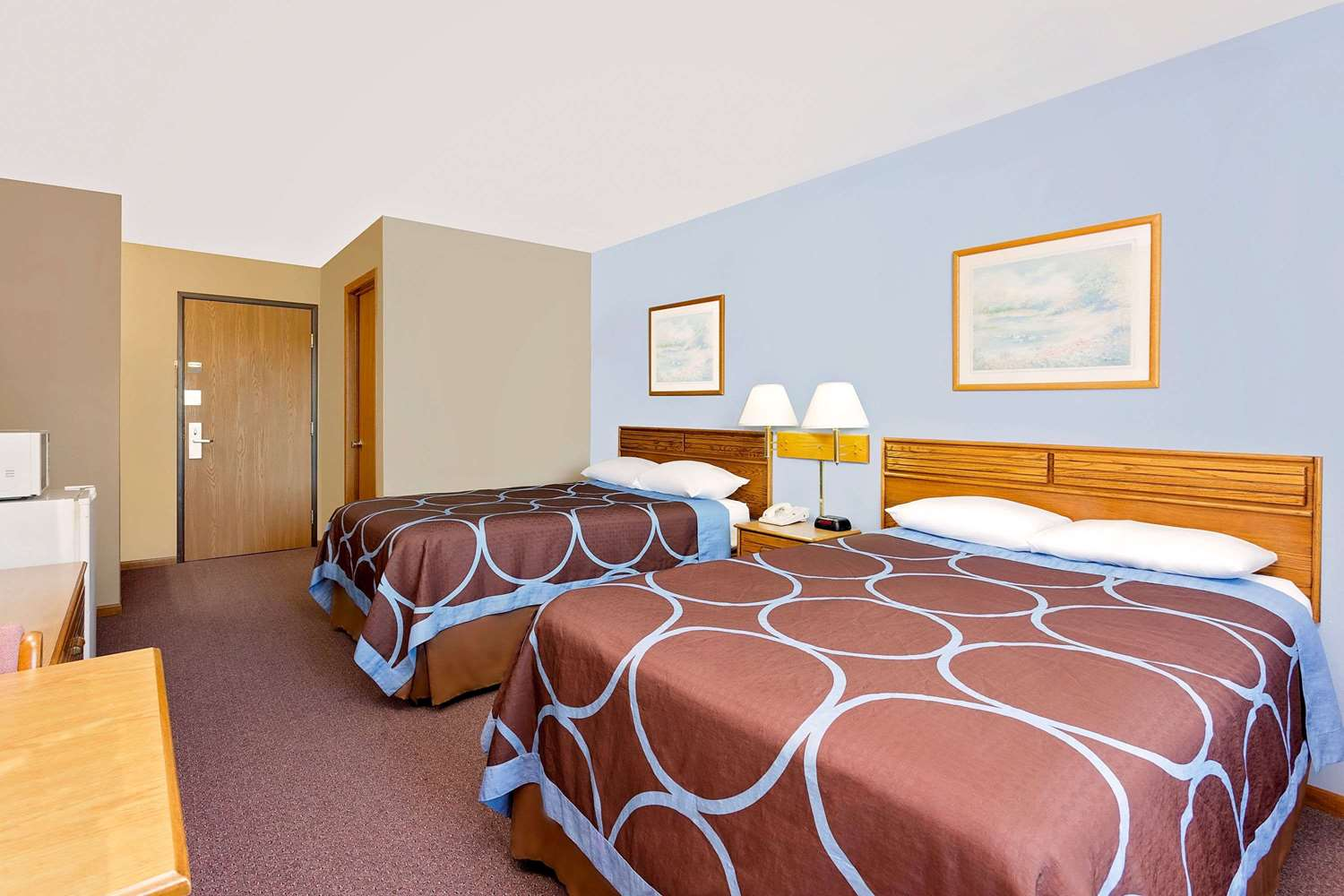 Room - Super 8 Hotel Dyersville