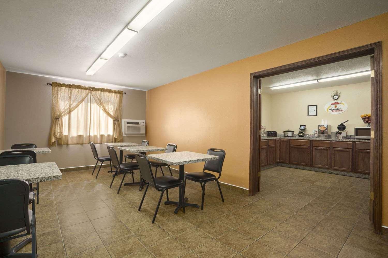 proam - Super 8 Hotel East Cedar Rapids