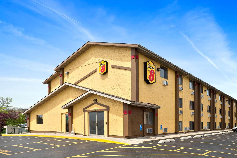 Exterior view - Super 8 Hotel East Cedar Rapids