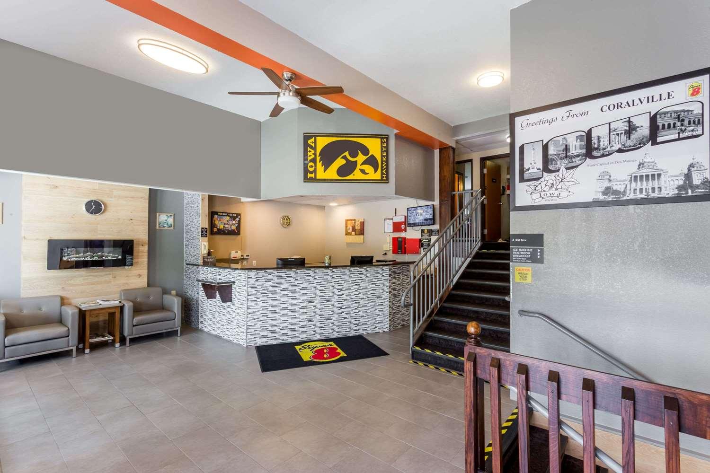 Lobby - Super 8 Hotel Coralville