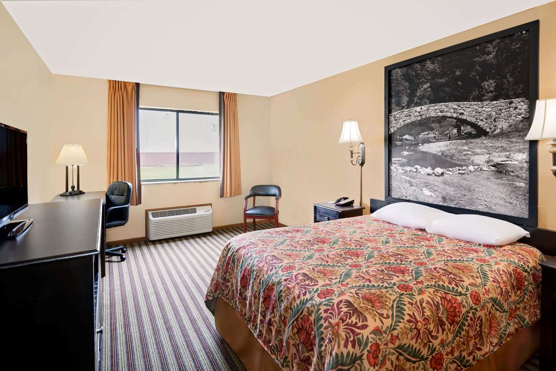 Room Super 8 Hotel Iowa Falls