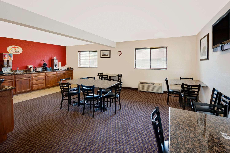 proam - Super 8 Hotel Iowa Falls