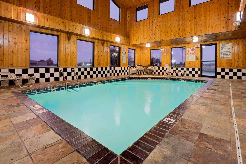 Pool - Super 8 Hotel Iowa Falls