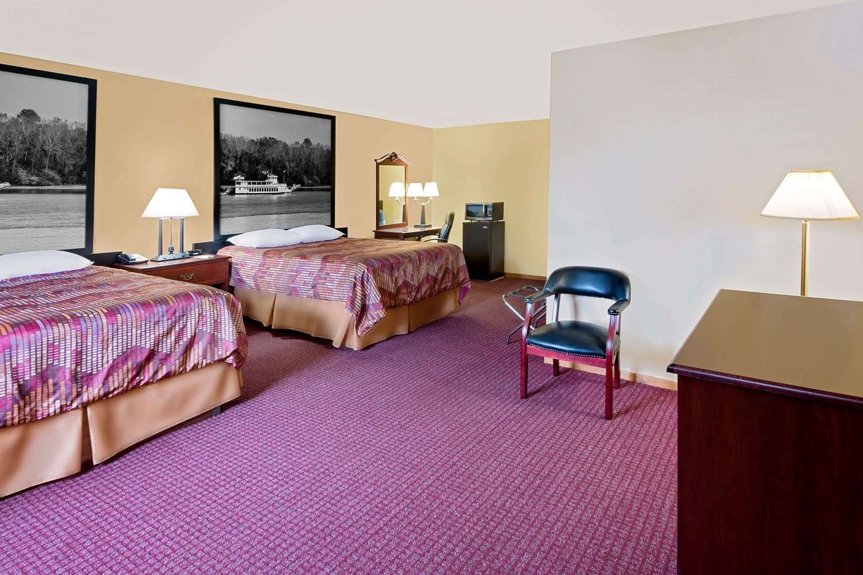 Suite - Super 8 Hotel Iowa Falls