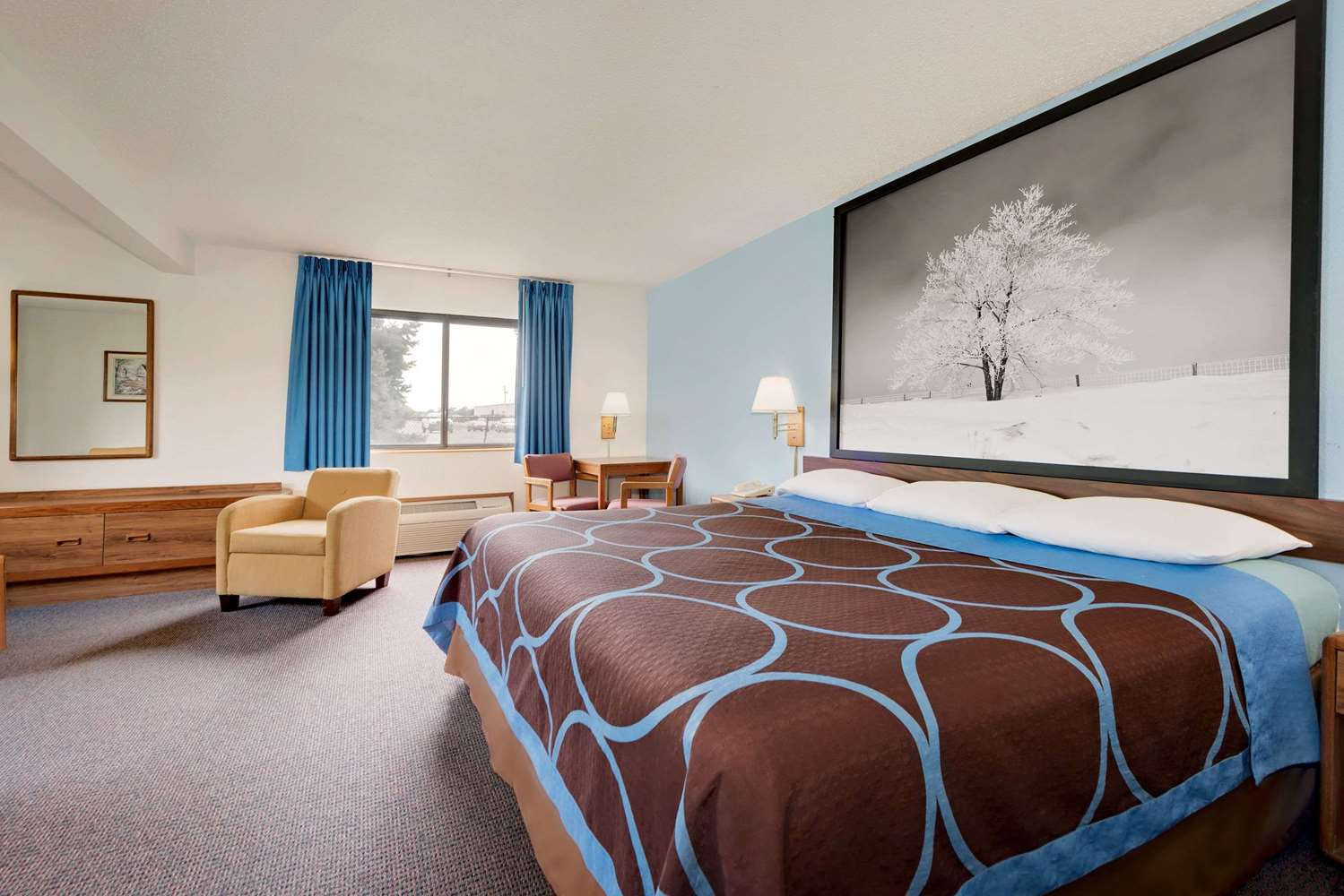 Suite - Super 8 Hotel Centerville