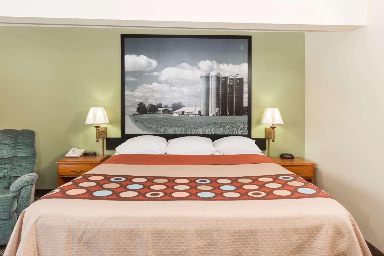 Room - Super 8 Hotel Newton