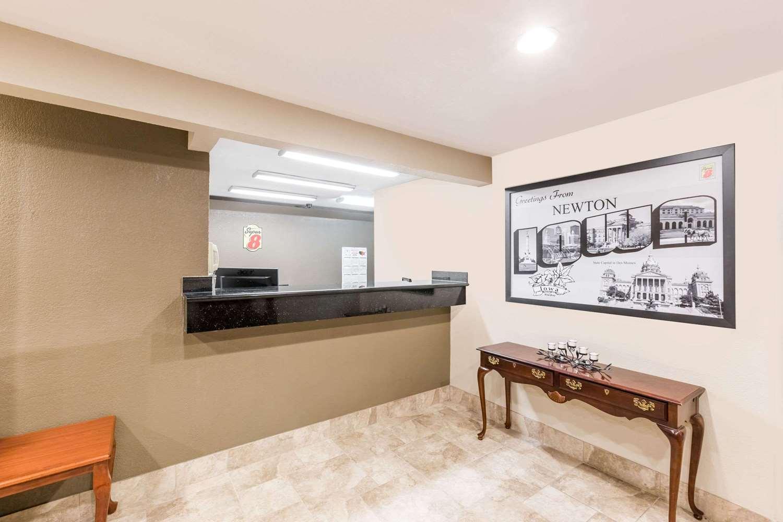 Lobby - Super 8 Hotel Newton
