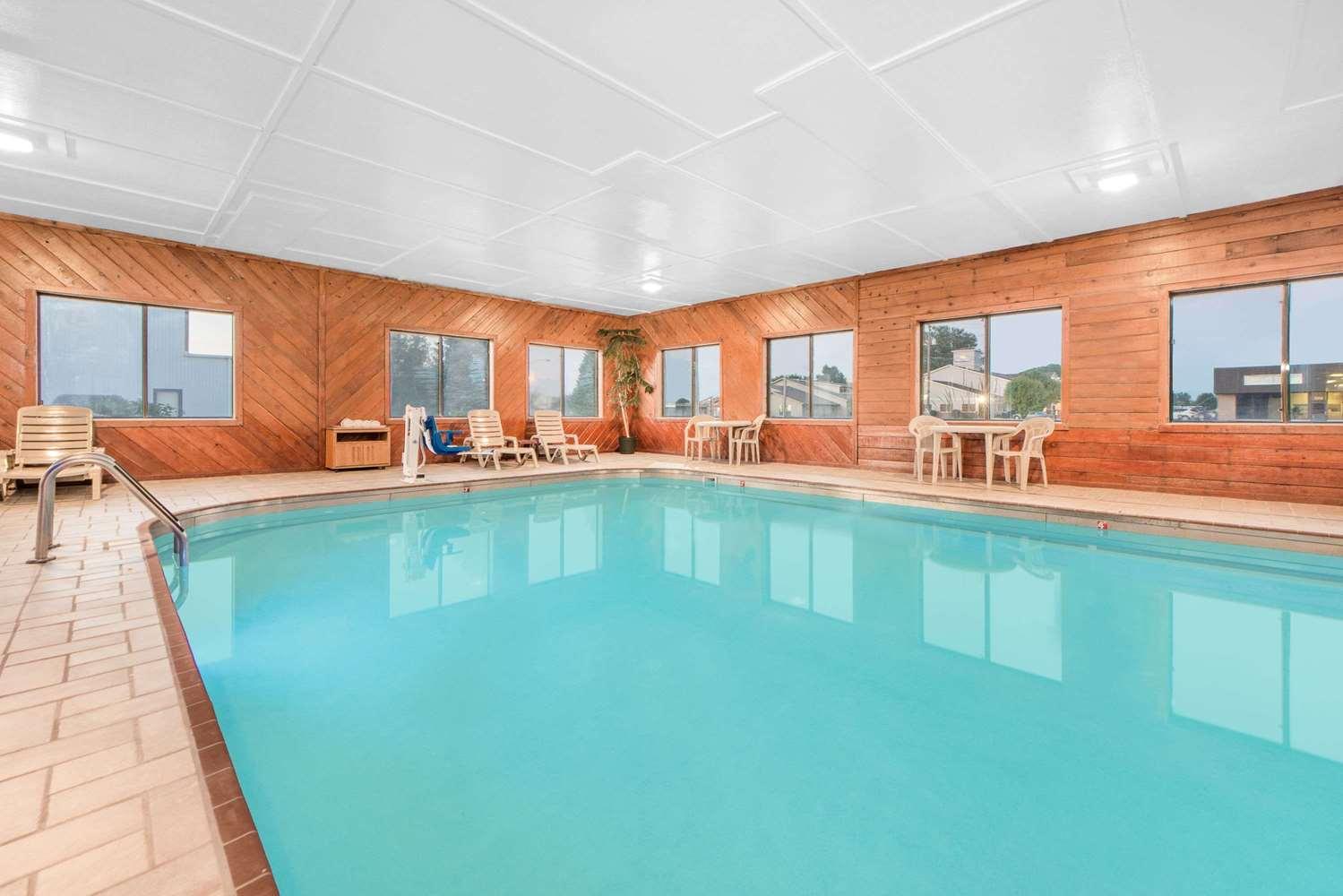 Pool - Super 8 Hotel Ottumwa
