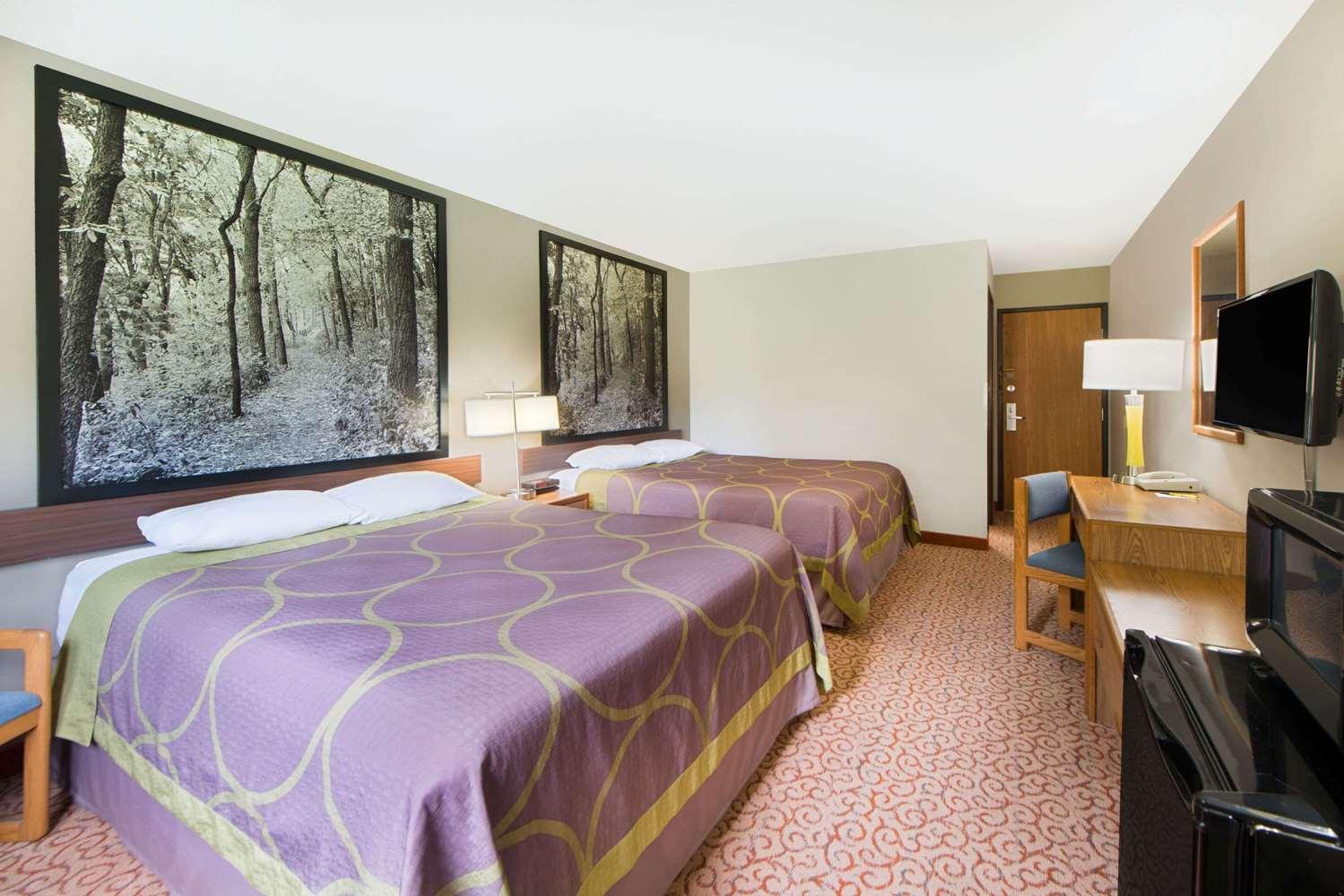 Room - Super 8 Hotel Pella