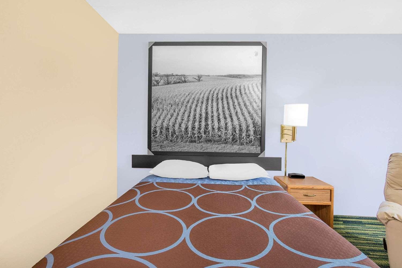 Room - Super 8 Hotel Waterloo