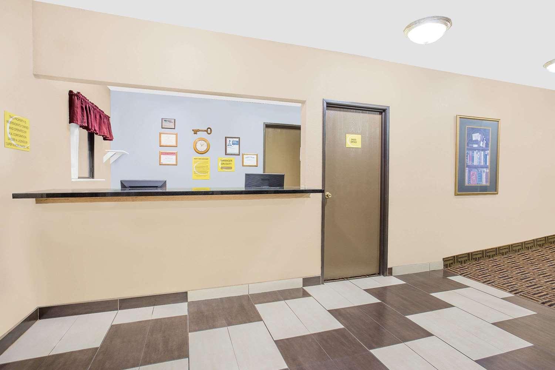 Lobby - Super 8 Hotel Waterloo